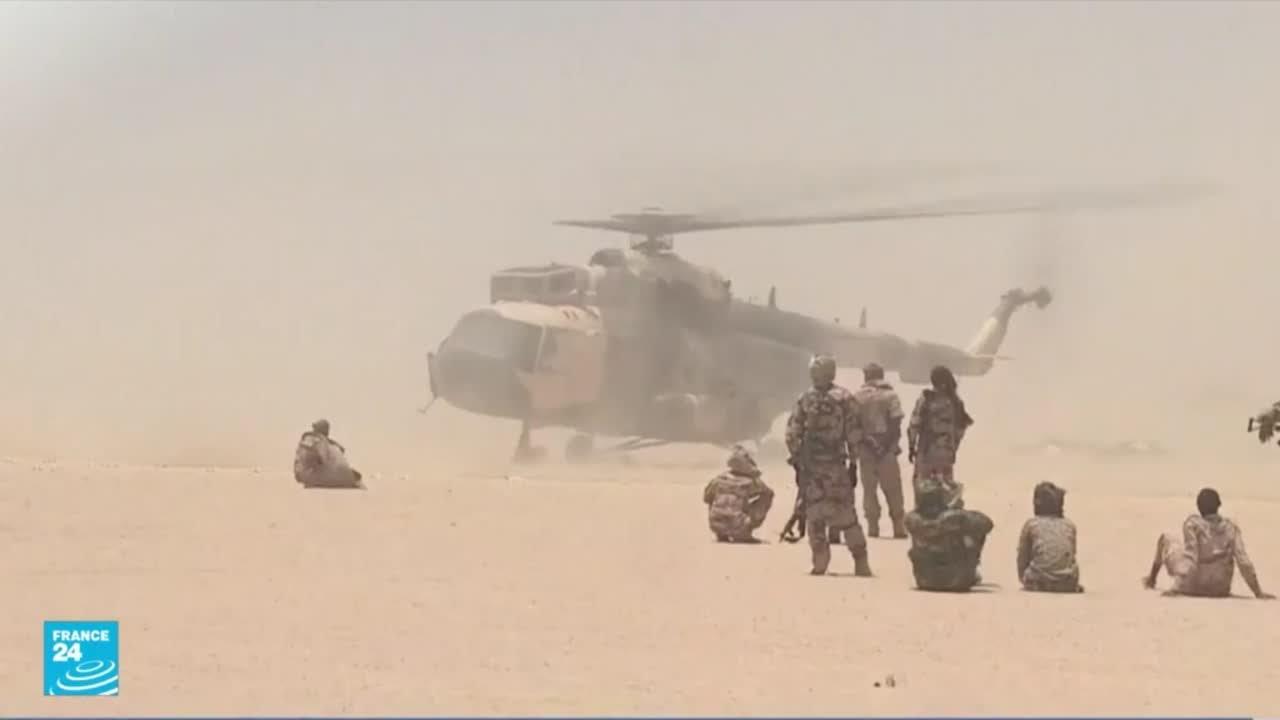 سقوط مروحيتين في شرق ليبيا بعد أن اصطدمتا ببعضهما قرب قاعدة عسكرية  - نشر قبل 3 ساعة