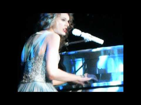 Taylor Swift Cries/Tears Up ~ Back to December/You're Not Sorry - Speak Now Tour || Omaha, Nebraska