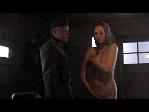 Leelee Sobieski gets her kit off
