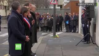Castaner apostrophé en plein hommage aux victimes de l'attentat de Charlie Hebdo