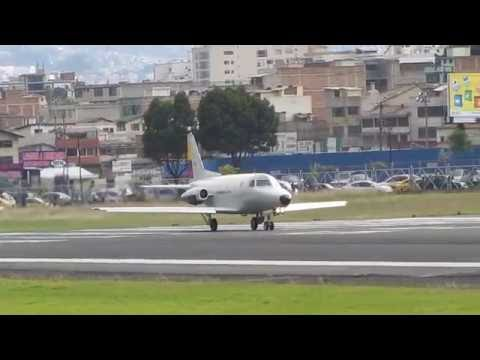 Rockwell Sabreliner 40A taking off Old Quito airport *crazy LOUD*