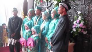 Pengantin berfoto bersama Keluarga Pesta Ponakan Pak Men 280914 BR TiVi 2117