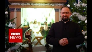 Priest learns to sign to make sermons inclusive - BBC News