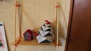 навесная полочка из палочек для суши и резинок для плетения
