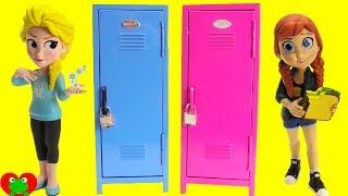Frozen Anna Opens Back to School Lockers Surprises with Elsa