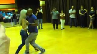 Блондинка танцует бачата 2 часть. уау!!