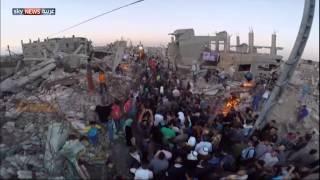 سجادة حمراء بين حطام غزة