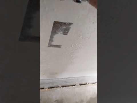 Как быстро и эффективно снять побелку с потолка.