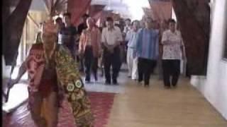 Longhouse (Iban Dau tribal dance po ai ngajat lelaki tabuh main asal Borneo)