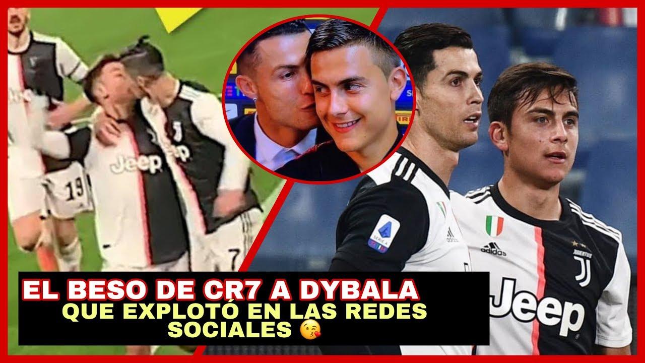 Resultado de imagen para beso entre Ronaldo y Dybala que explotó las redes sociales