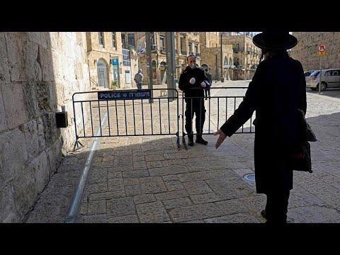 شاهد: متدينون يهود يتحدون كورونا والإغلاق والنتيجة تدخل الشرطة وغرامة 1400 دولار…