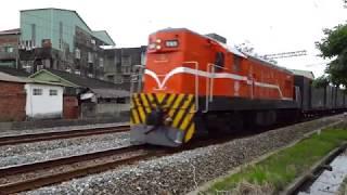7202次貨物列車通過大林鎮中興路地下道