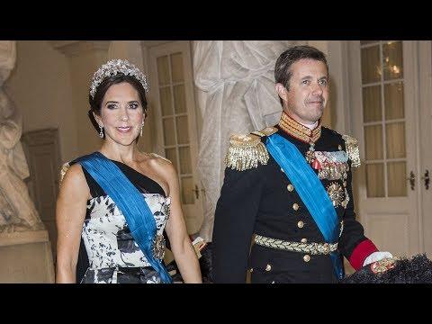 Dronning Margrethe afholdt gallamiddag for præsident Macron