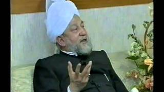 Hazrat mirza Taher Ahmad,s sitting with russian Ahmadies part 2