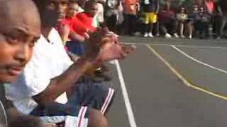Ben Gordon teaches kids how to ball