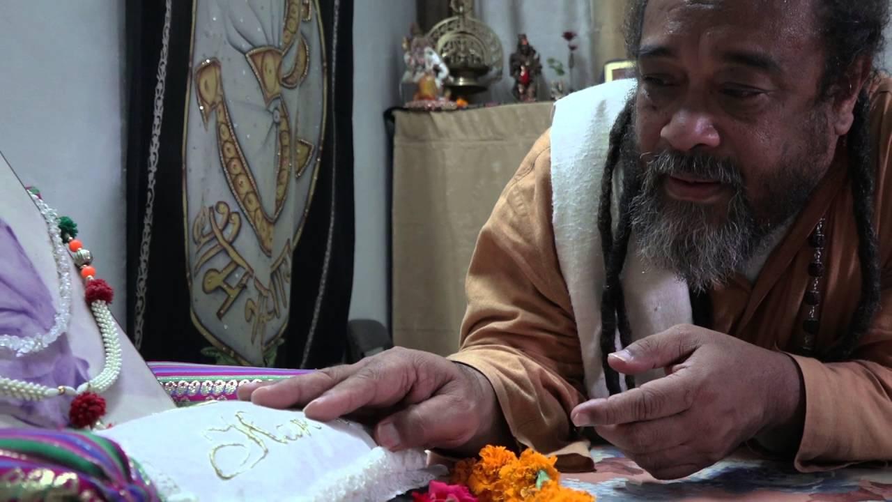 Mooji Baba returns to the home of his Master Papaji