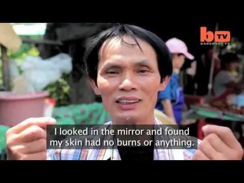 طباخ-تايلندي-يقلي-الدجاج-بيده-ولا-يحترق