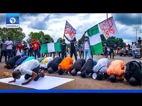 #ENDSARS Protestors In Abuja Hold Jumat Service On The Road