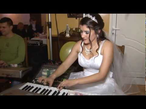 Mlada na svadbi svira gajde - Jasmina Ristic