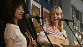 """Garfunkel and Oates gets """"All Over Your Face"""""""