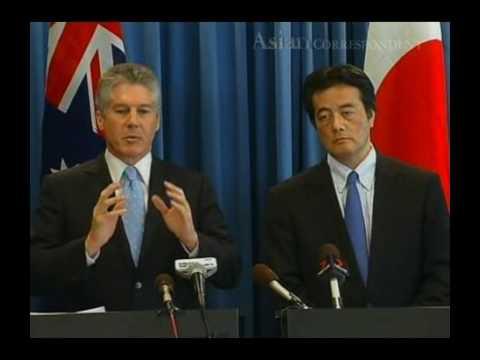 Australia threatens Japan over whaling program