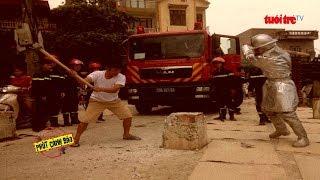 Bất cập khi dựng cọc bê tông giữa đường | Truyền Hình - Báo Tuổi Trẻ