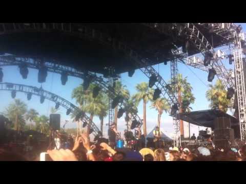 tUnE-yArDs - Bizness @ Coachella 2012