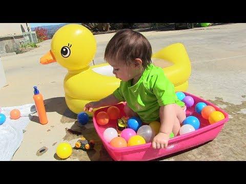 Bé Peanut Ngủ Dậy Muộn Xém Trể Học - Bé Mango Chơi  Bóng Nước & Khổng Lồ Mở Trứng Bất Ngờ
