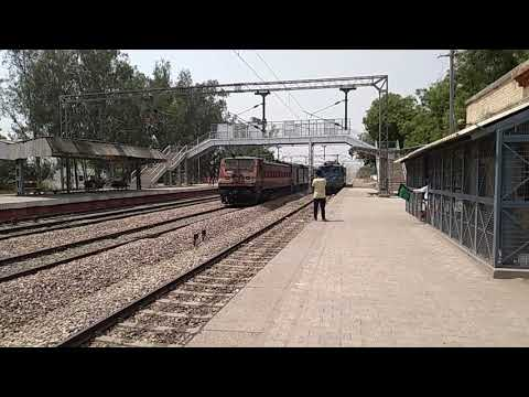 12398 Mahabodhi SF Express Rampages through Wair and Overtakes a Light Kanpur WAG7