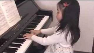 pianist (5 year old Japanese girl):Bach minuet