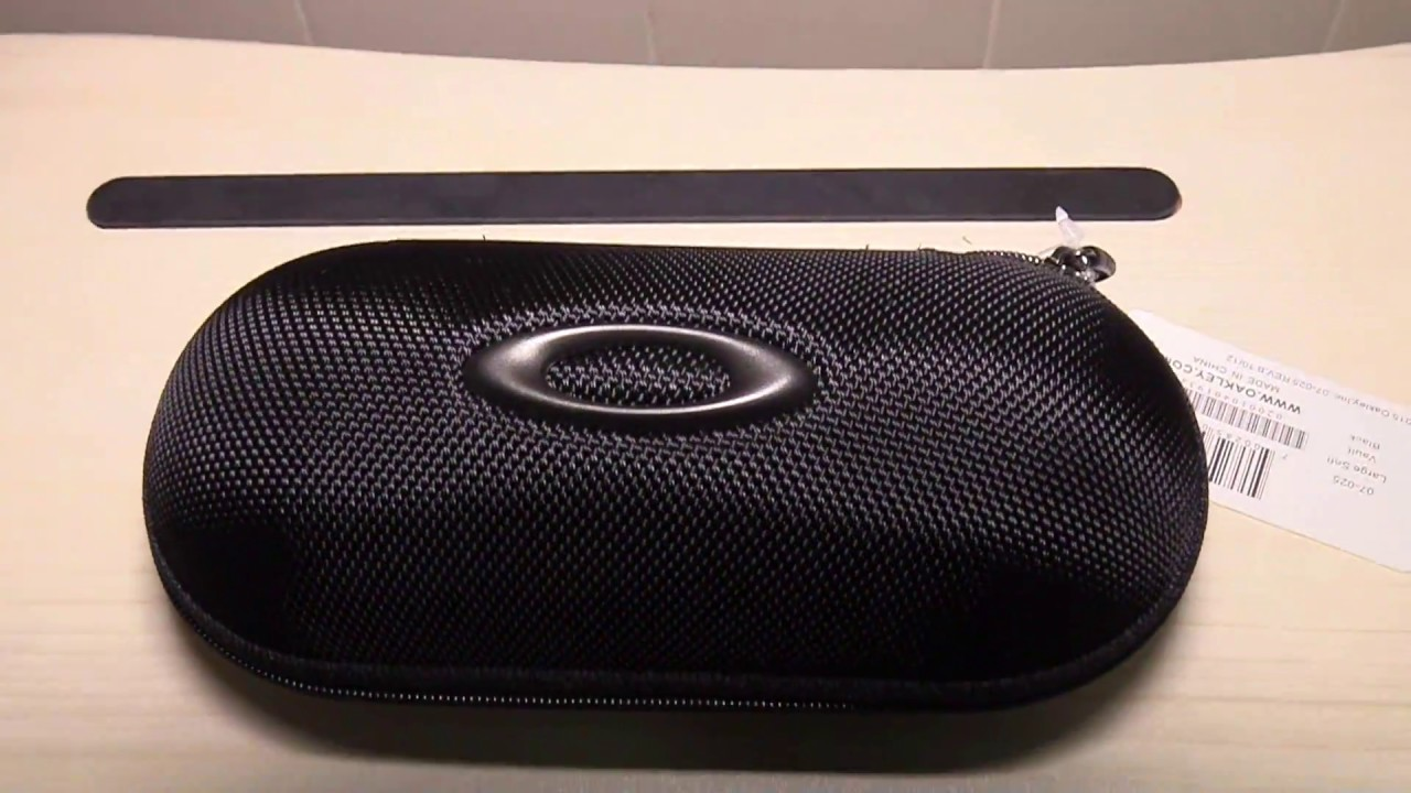 5405fafaef135 Oakley 07-025 Large Soft Vault Wrap Sunglasses Case - YouTube