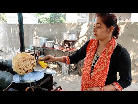 Hardworking Lady Selling Parathas for Rs 30 | Cheapest Breakfast in Nagpur | Indian Street Food