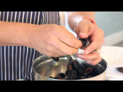 How to debeard, clean and prepare mussels  - Franck Dangereux