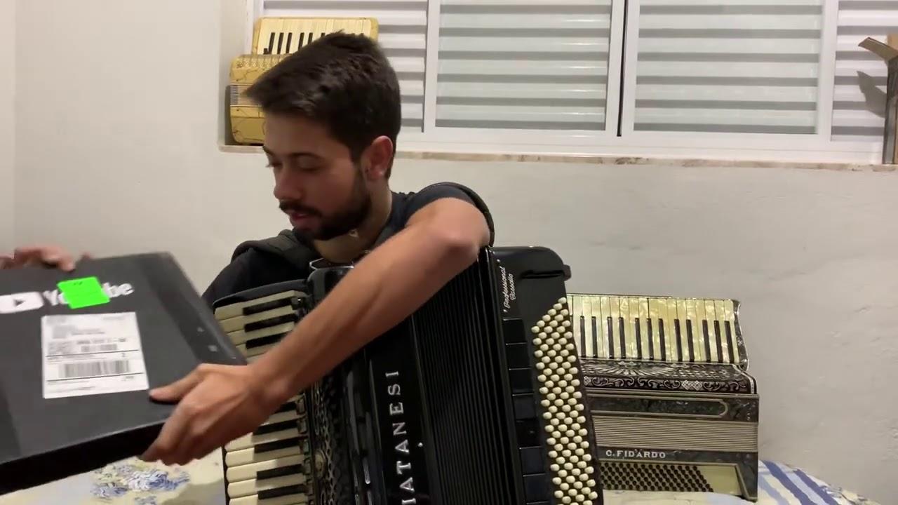 Recebendo minha placa de 100.000 inscritos do YouTube - Gustavo Neves Sanfoneiro
