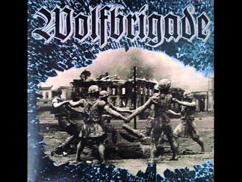Wolfbrigade - The Wolfpack Years (Full Album): LIVING IN VAIN 0:00 GLOBAL LUNACY 3:30 DAY AFTER DAY 7:34 PUNKARE FRÅN SLÄTTEN 9:30 HOSTILE WASTELAND 9:45 LIFE COMES RIPPING 12:07 LANDSKIPT 14:22 LIFE HURTS 16:29