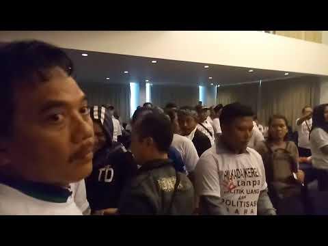 PILKADA SERENTAK: Suasana Acara Panwaslu Kabupaten Cirebon Yang Nyaris Walk Out