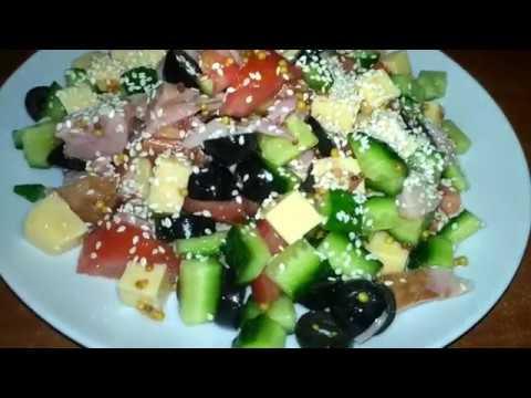 Салат с копченой курицей и кунжутом без майонеза