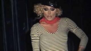"Raven: ""Tu Es Foutu"" @ Showgirls!"