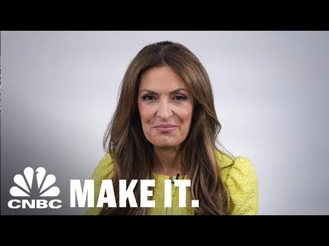 Suzy Welch: What To Say When A Job Interviewer Says, 'Tell Me About Yourself' | CNBC Make It.