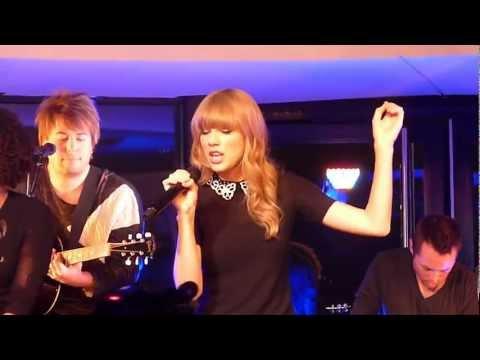 Taylor Swift - I Knew You Were Trouble / Concert Privé @Paris/NRJ