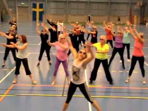 Zumba gold gangnam style Täby racketcenter med Lisa Livsey