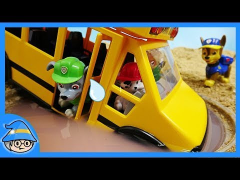 PAW PATROL school bus has fallen into a puddle ~ Save the school bus.