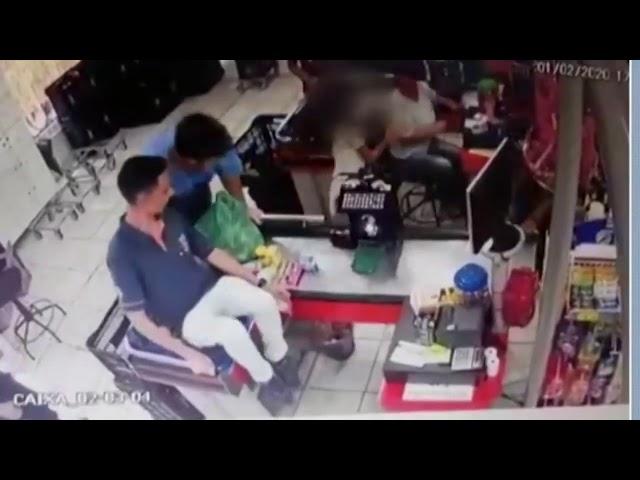 Pitbull persegue a ataca criança dentro de mercado no Paraná