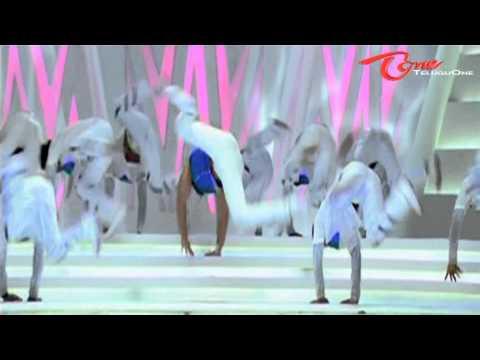 Allu Arjun's Badrinath   Nadh Nadh   Song Trailer