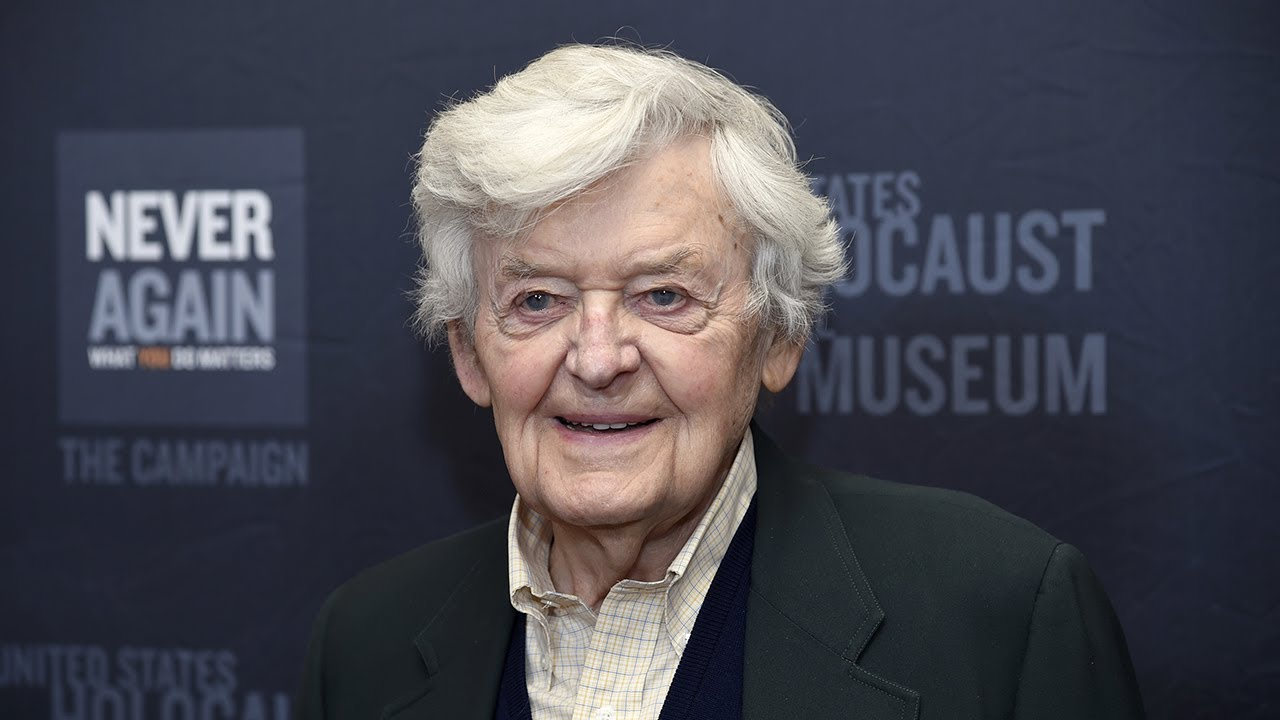 Hal Holbrook, Known For His Mark Twain Portrayal, Dies At 95