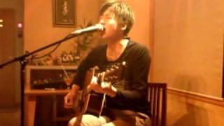 2010年5月15日カフェディロベルタでのライヴ動画です。 アーティスト:...