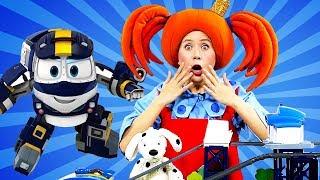 Поиграйка - Дюк против Кея - Роботы-поезда в гостях у Царевны! - Мойка - Видео с игрушками