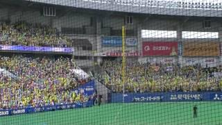 阪神ラッキー7の攻撃前 阪神応援団 定員30000人の千葉球場に15000人以...