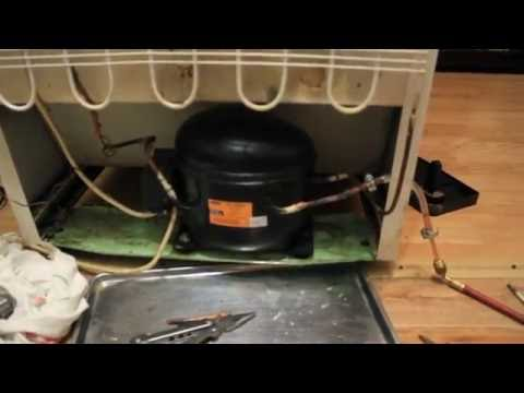 Ремонт холодильника пробили ножом морозилку