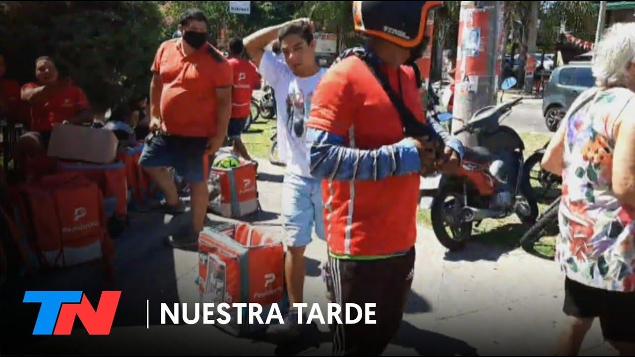 Download REPARTIDORES DESNUDARON Y GOLPEARON A UN LADRÓN QUE VENÍA DE ROBAR A UNA MUJER   Todo quedó grabado